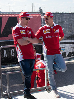 Sebastian Vettel, Ferrari; Kimi Raikkonen, Ferrari