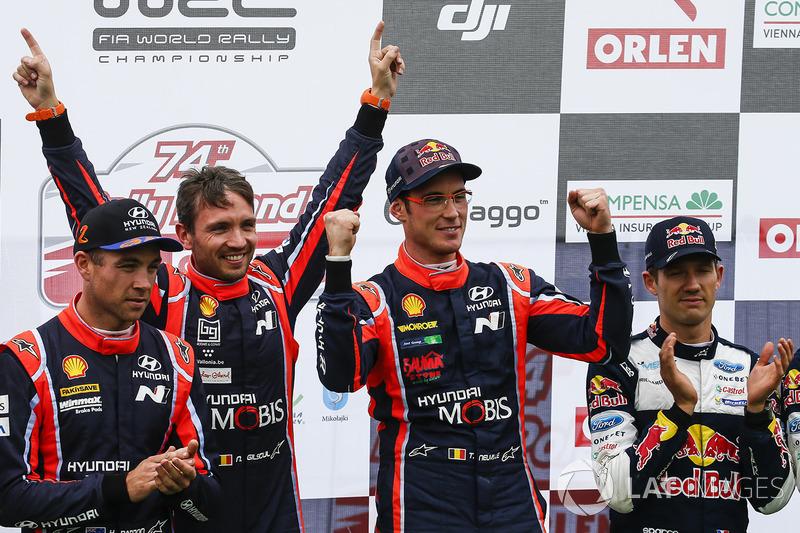 Podium: 1. Thierry Neuville, Nicolas Gilsoul, Hyundai Motorsport, 2. Hayden Paddon, Sebastian Marsha