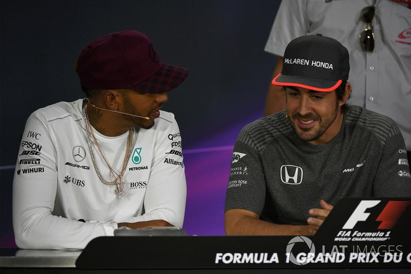 Lewis Hamilton, Mercedes AMG F1 and Fernando Alonso, McLaren