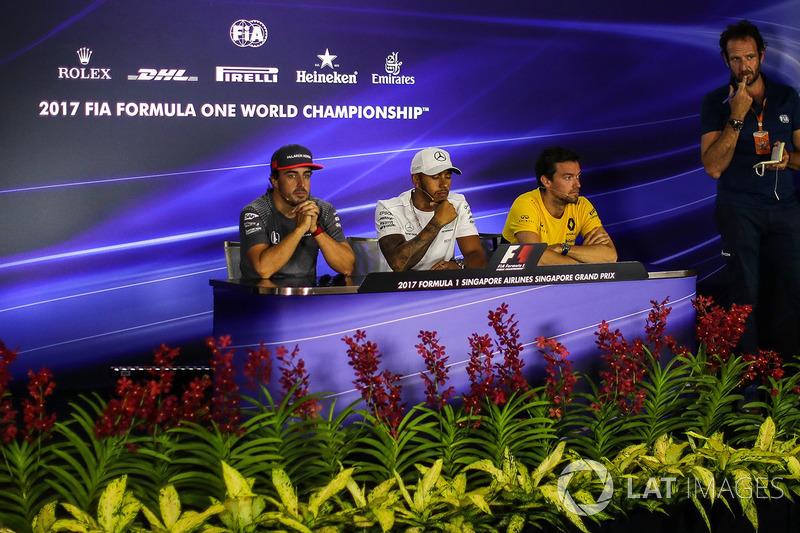 Pressekonferenz: Matteo Bonciani, FIA Media Delegate, Fernando Alonso, McLaren, Lewis Hamilton, Mercedes AMG F1 und Jolyon Palmer, Renault Sport F1 Team