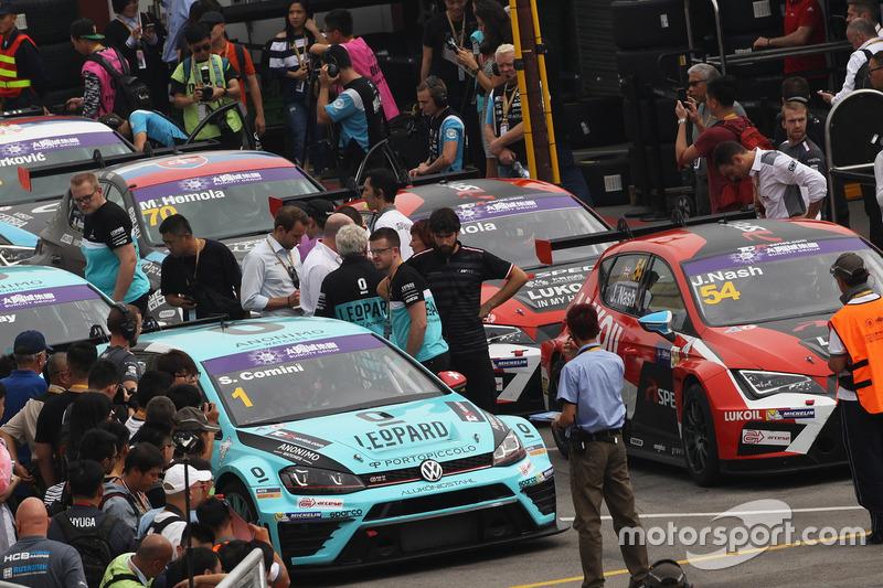 Stefano Comini, Leopard Racing Team Volkswagen Golf GTI; James Nash, Craft Bamboo Racing SEAT León SEQ
