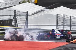 Daniil Kvyat, Scuderia Toro Rosso STR12, Fernando Alonso, McLaren MCL32, Max Verstappen, Red Bull Racing RB13 startta kaza yapıyor