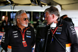 Dr. Vijay Mallya, dueño de Sahara Force India Team, Otmar Szafnauer, Sahara Force India F1 jefe de operaciones