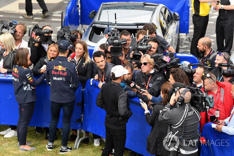 Daniel Ricciardo, Red Bull Racing, Lewis Hamilton, Mercedes AMG F1