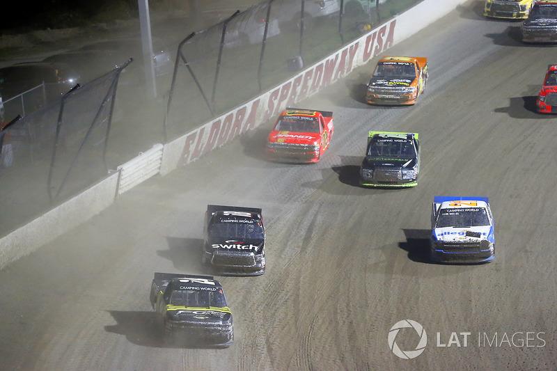 Justin Haley, GMS Racing Chevrolet y Noah Gragson, Kyle Busch Motorsports Toyota