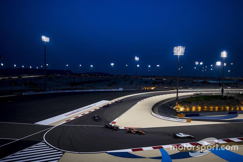 Lance Stroll, Williams FW40, Fernando Alonso, McLaren MCL32, Kevin Magnussen, Haas F1 Team VF-17, Marcus Ericsson, Sauber C36