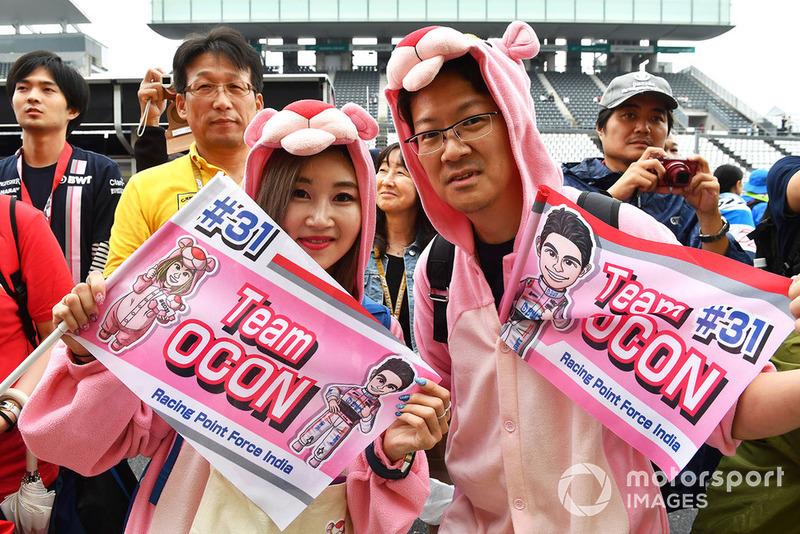 Des fans d'Esteban Ocon