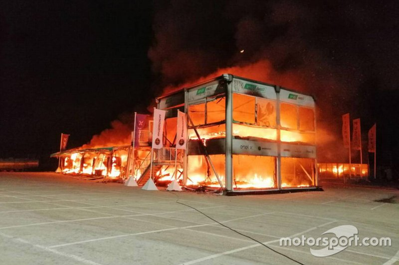 Le feu dans le paddock de Jerez