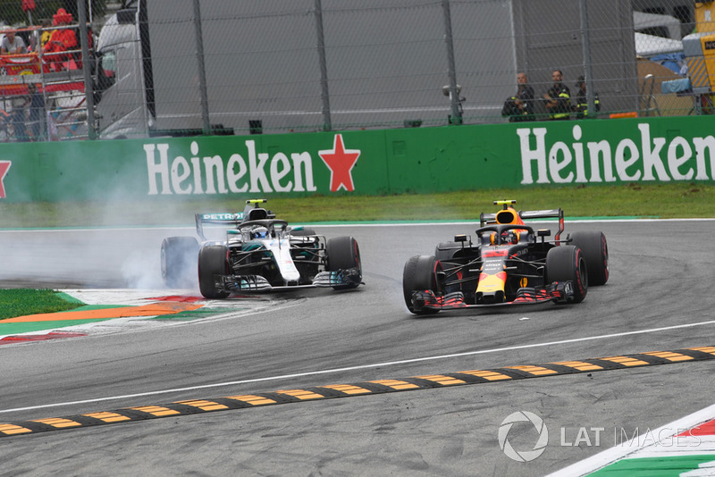 Valtteri Bottas, Mercedes AMG F1 W09 et Max Verstappen, Red Bull Racing RB14 en bataille