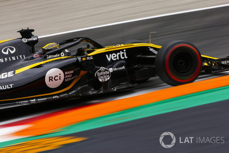20: Nico Hulkenberg, Renault Sport F1 Team RS 18, (back of grid start)