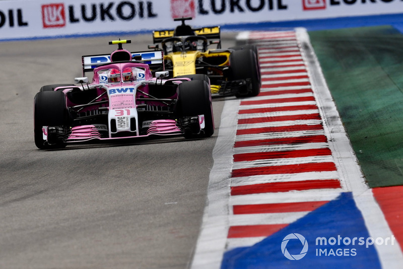 Esteban Ocon, Racing Point Force India VJM11 et Nico Hulkenberg, Renault Sport F1 Team R.S. 18