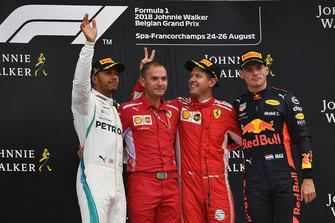 Lewis Hamilton, Mercedes AMG F1, David Sanchez, Ferrari, Sebastian Vettel, Ferrari e Max Verstappen, Red Bull Racing, festeggiano sul podio