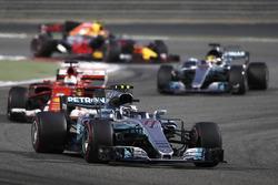 Valtteri Bottas, Mercedes AMG F1 W08; Sebastian Vettel, Ferrari SF70H; Lewis Hamilton, Mercedes AMG F1 W08; Max Verstappen, Red Bull Racing RB13