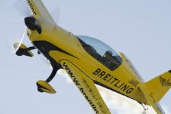 ツインリンクもてぎ20thアニバーサリーデイ ツインリンクもてぎ2&4レースでデモ飛行を披露する室屋義秀