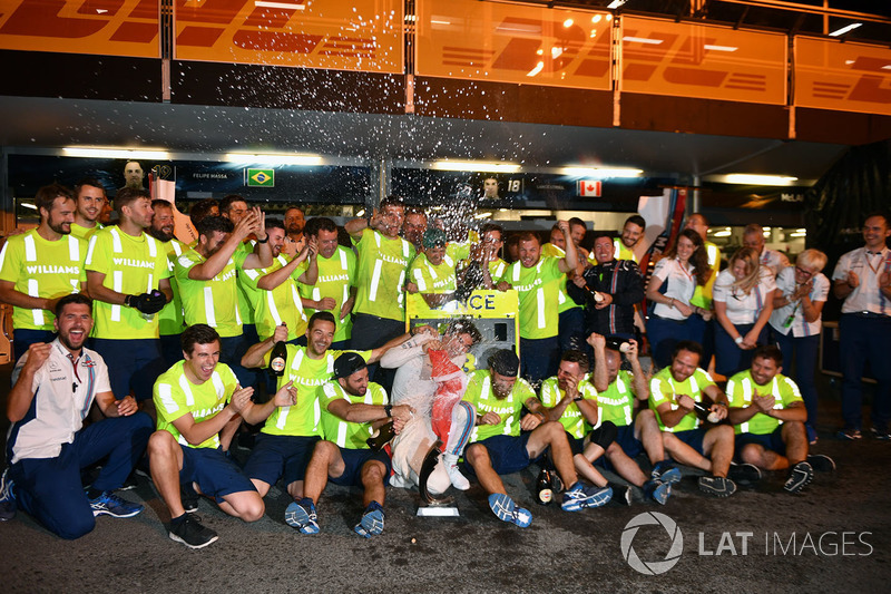 Lance Stroll, Williams celebra con el equipo