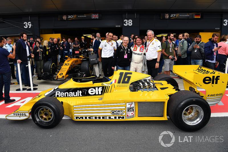 Cyril Abiteboul, Renault Sport F1 director general, Jerome Stoll, Director de Renault Sport F1 y René Arnoux, Renault RS01