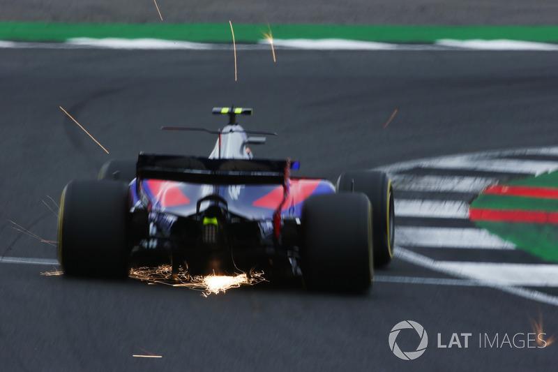 Карлос Сайнс-мол., Scuderia Toro Rosso STR12, іскрить