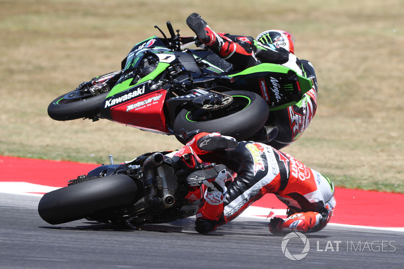 4. Chaz Davies, Ducati Team, Jonathan Rea, Kawasaki Racing, crash