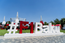 Baku-Hashtag im Fan-Village