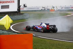 Carlos Sainz Jr., Scuderia Toro Rosso STR12, en tête-à-queue