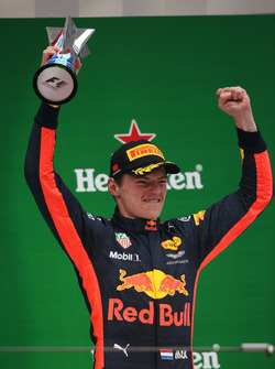 Max Verstappen, Red Bull Racing, viert zijn derde plaats op het podium