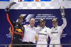 المنصة:المركز الثاني دانيال ريكاردو، ريد بُل ريسينغ، الفائز بالسباق لويس هاميلتون، مرسيدس، المركز الثالث فالتيري بوتاس، مرسيدس
