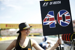 Grid girl for Paul di Resta, Williams FW40