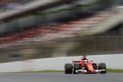 Kimi Raikkonen, Ferrari SF70H, strikes sparks