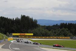 Kimi Raikkonen, Ferrari SF70H, Sergio Perez, Sahara Force India F1 VJM10, Lewis Hamilton, Mercedes AMG F1 W08