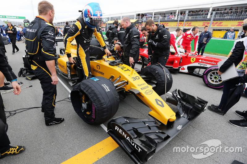 Джоліон Палмер, Renault Sport F1 Team RS16 на стартовій решітці
