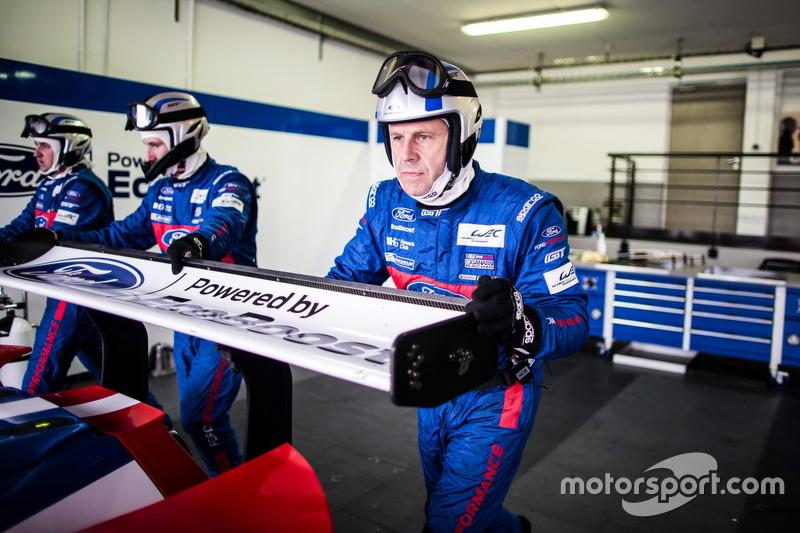 Mechaniker von #67 Ford Chip Ganassi Racing Team UK, Ford GT