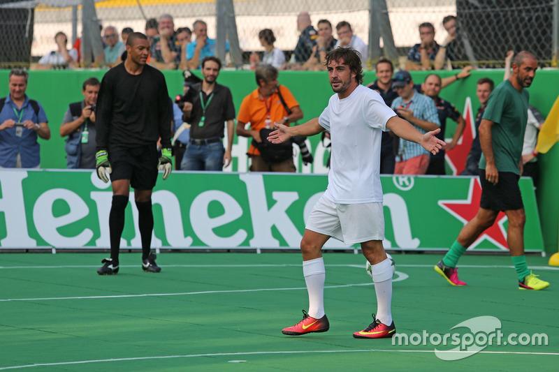 Heineken spornsorluğunda hayır işi için yapılan futbol maçı, Fernando Alonso, McLaren Honda