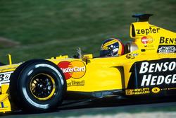 Ganador de la pole Heinz Harald Frentzen, Jordan Mugen Honda 199