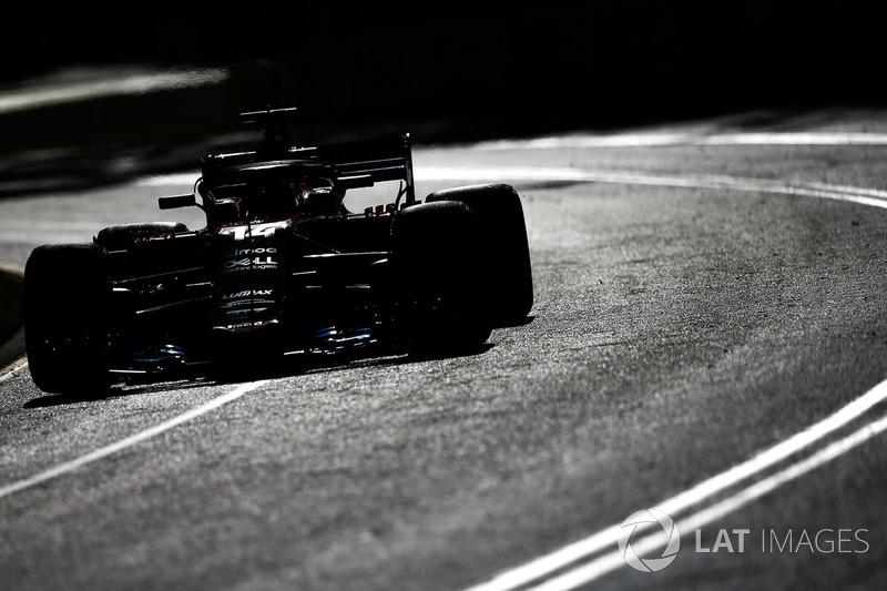 """<img src=""""https://cdn-1.motorsport.com/static/custom/car-thumbs/F1_2018/TESTS/mclaren.png"""" alt="""""""" width=""""250"""" /> McLaren"""