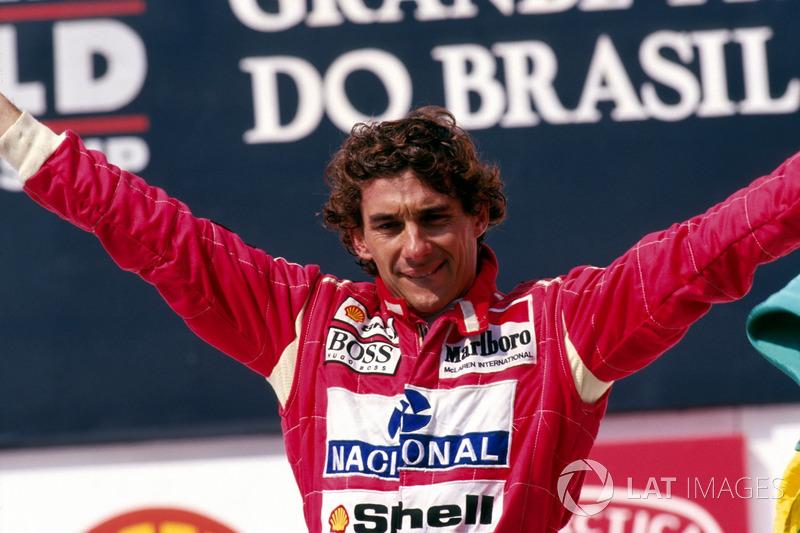 Ayrton Senna en el podio del GP de Brasil de 1993 con McLaren.