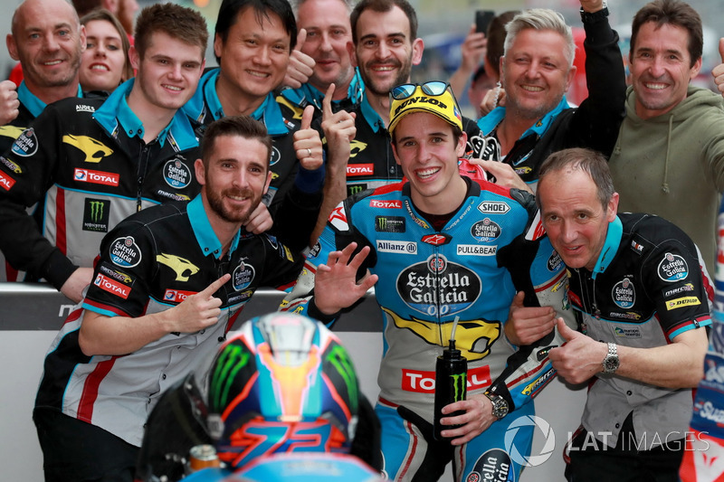Pole position for Alex Marquez, Marc VDS Moto2