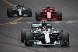 Lewis Hamilton, Mercedes AMG F1 W09, leads Kimi Raikkonen, Ferrari SF71H, and Valtteri Bottas, Mercedes AMG F1 W09