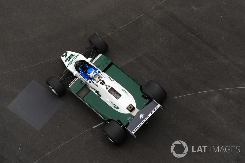 Keke Rosberg, conduce el Williams FW08