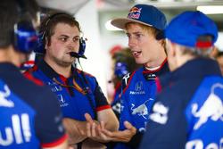 Brendon Hartley, Toro Rosso ve mühendisleri