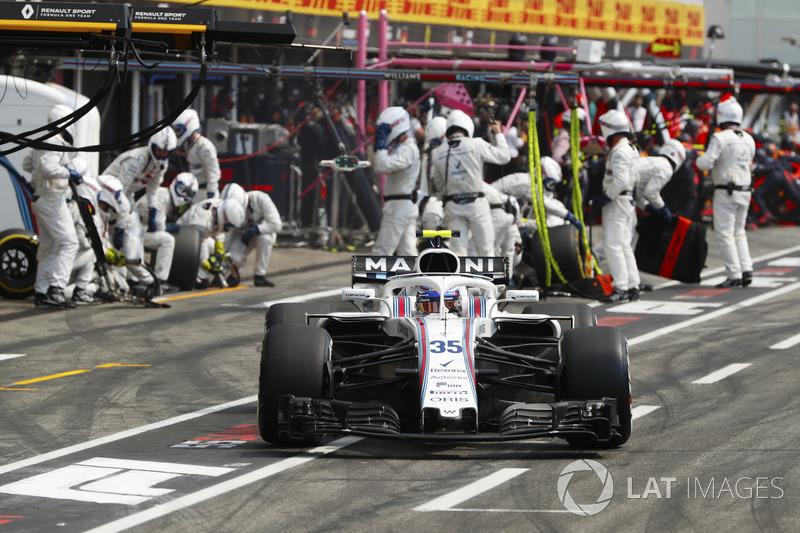 Sergey Sirotkin, Williams FW41, lascia il box dopo aver effettuato un pit stop