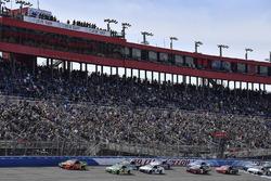 Martin Truex Jr., Furniture Row Racing, Toyota Camry Bass Pro Shops/5-hour ENERGY and Kyle Busch, Joe Gibbs Racing, Toyota Camry Interstate Batteries lead after the start