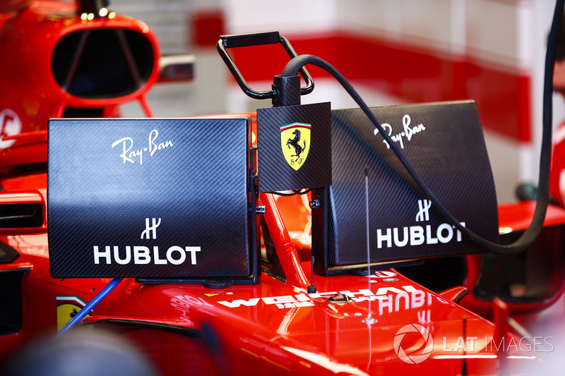 Sebastian Vettel, Ferrari SF71H, with the new display screens