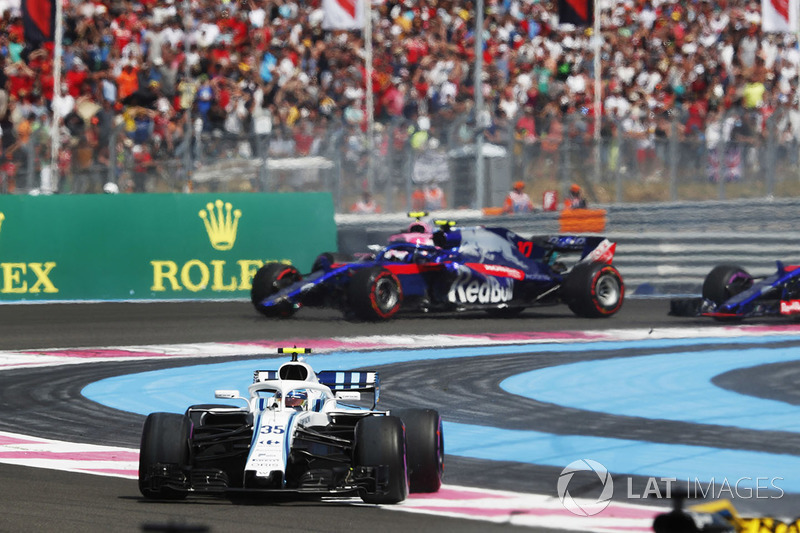 Sergey Sirotkin, Williams FW41, leads Pierre Gasly, Toro Rosso STR13