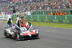 #8 Toyota Gazoo Racing Toyota TS050: Sébastien Buemi, Kazuki Nakajima, Fernando Alonso celebrates the win on track