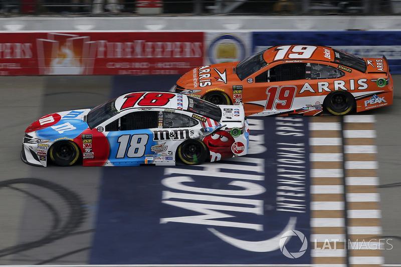 Kyle Busch, Joe Gibbs Racing, Toyota Camry M&M's Red White & Blue Daniel Suarez, Joe Gibbs Racing