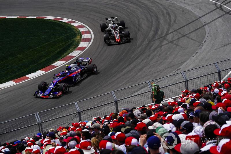 Pierre Gasly, Toro Rosso STR13, leads Romain Grosjean, Haas F1 Team VF-18