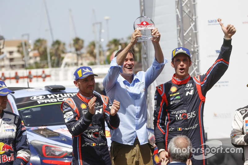 I vincitori Thierry Neuville, Nicolas Gilsoul, Hyundai Motorsport Hyundai i20 Coupe WRC