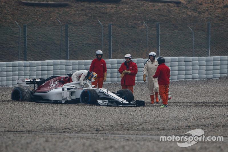 Marcus Ericsson, Alfa Romeo Sauber C37 nella ghiaia