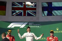Подіум: переможець гонки Льюіс Хемілтон, Mercedes AMG F1