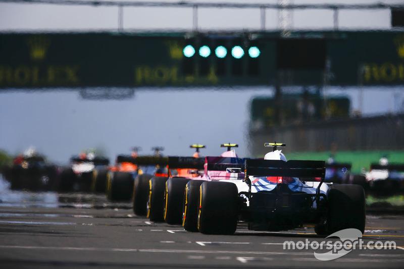 Esteban Ocon, Force India VJM11, Sergey Sirotkin, Williams FW41 en la salida